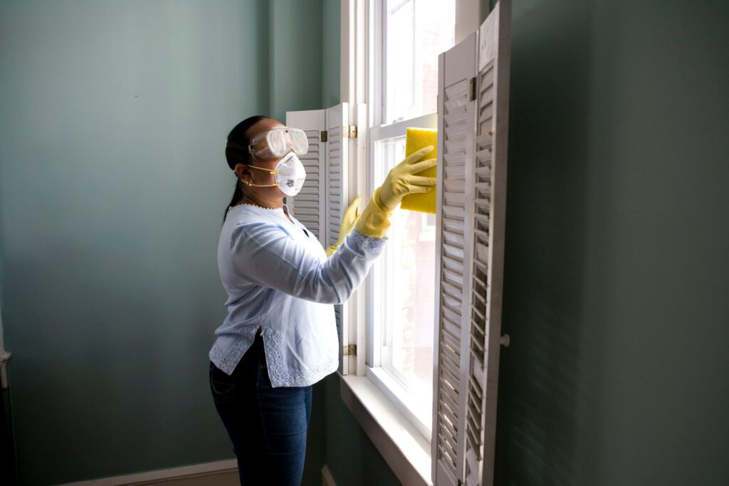 how to clean your windows at home